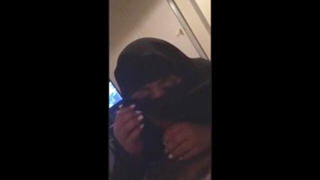 Salopes lesbiennes baisent un film sexe gratuit arabe gode à double extrémité